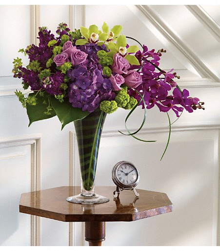 The beautiful purple hydrangea in this design really makes the other colors pop!